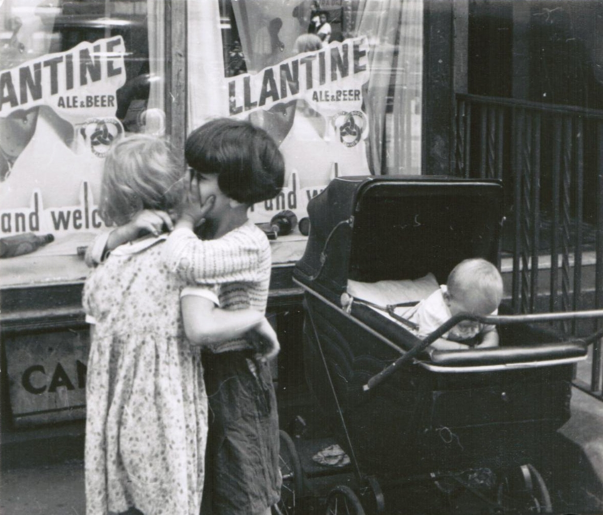 Helen Levitt, New York, 1942