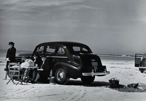 Marion Post-Wolcott, Winter Visitors Picnicking on Running Board of Car, Sarasota, FL, 1941