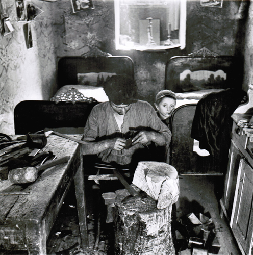 Roman Vishniac, Basement Apartment Workshop, Two Beds for Nine People, Warsaw, 1939/1970s