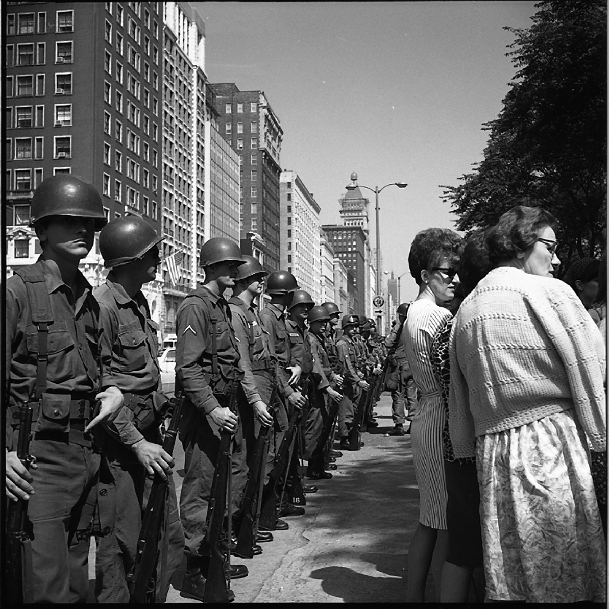 Vivian Maier, Military Line, Civilians, Chicago, 1968
