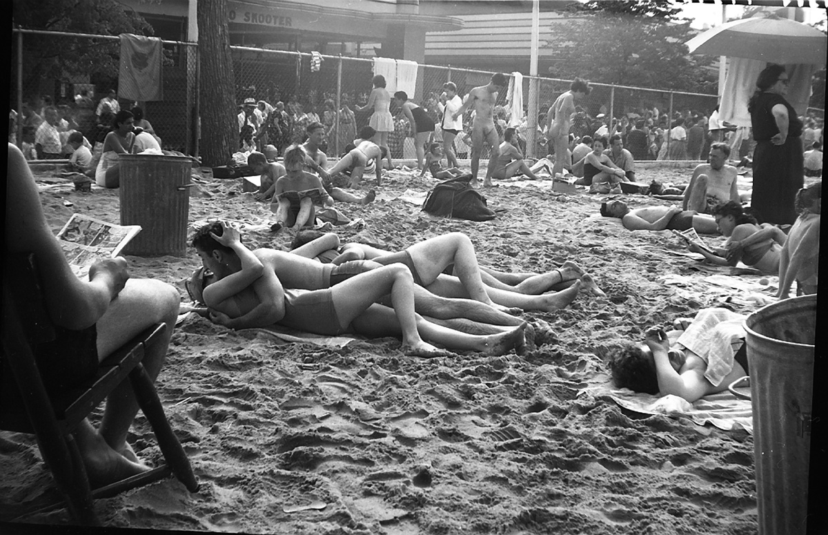 Vivian Maier, Couple Kissing at the Beach, Coney Island, NY, 1955