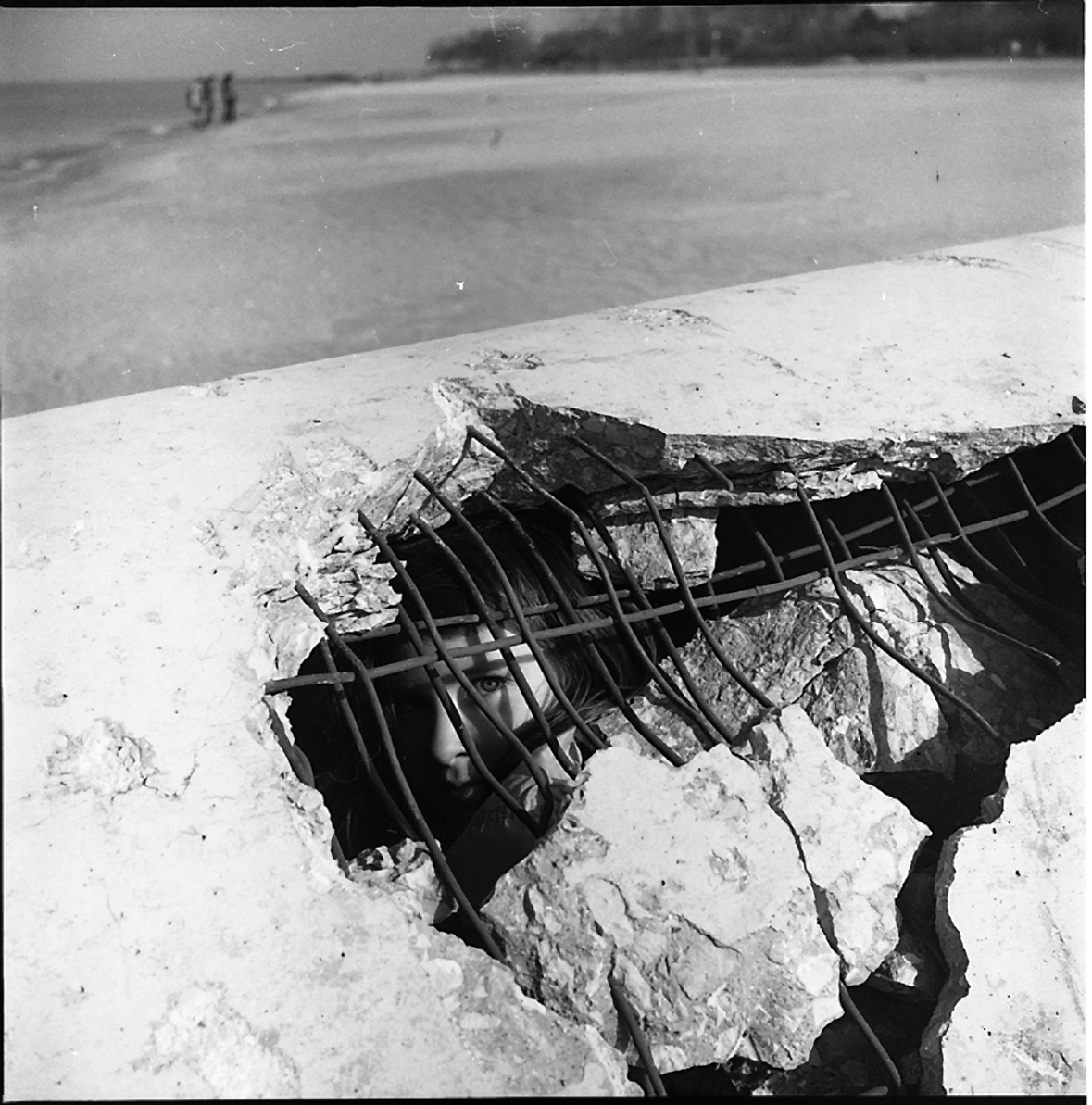 Vivian Maier, Girl Inside Culvert on Beach, Wilmette, IL, 1968