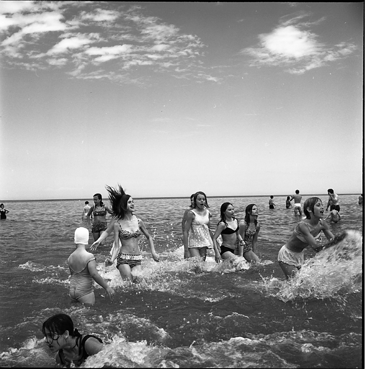 Vivian Maier, Girls Wading in Lake Michigan, Wilmette, IL, July 1968